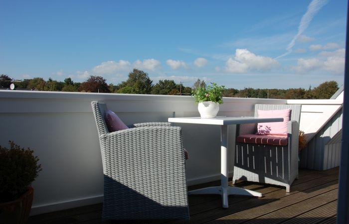 Schönes Wohnen am Südstrand mit Balkon